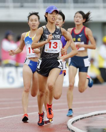 成年女子5000メートル決勝 15分34秒38で優勝した東京・広中璃梨佳(13)=茨城県笠松運動公園陸上競技場