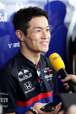 自動車のF1シリーズ、日本GP開幕を前に取材に応じるトロロッソ・ホンダの山本尚貴=10日、鈴鹿サーキット