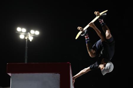 スケートボードのパーク男子 優勝したヘイマナ・レイノルズ(米国)=15日、ドーハ(ゲッティ=共同)