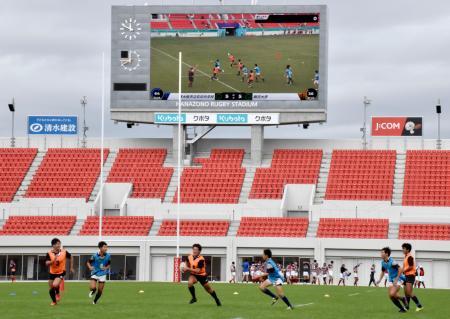 タグラグビーの試合で行った、5G移動通信システムを活用した実証実験=19日、大阪府東大阪市