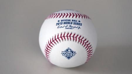 ワールドシリーズで使用される、ローリングス社製の公式球(UPI=共同)