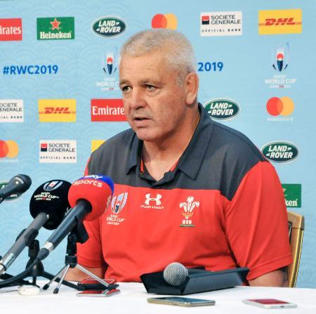 南アフリカとの準決勝に向け、記者会見するウェールズのガットランド監督=21日、東京都内