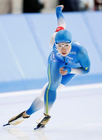女子500メートル 37秒66で優勝した小平奈緒=YSアリーナ八戸