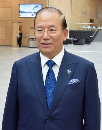 IPC総会に出席後、取材に応じる東京五輪・パラリンピック組織委員会の武藤敏郎事務総長=27日、ボン(共同)