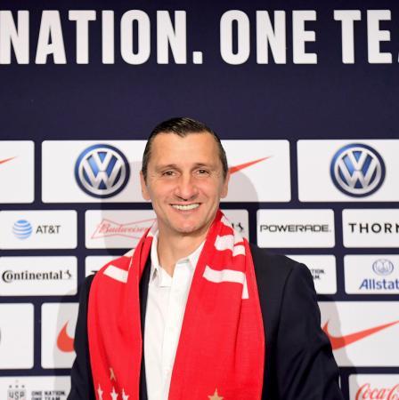 サッカーの米国女子代表監督に就任するブラトコ・アンドノフスキー氏=28日、ニューヨーク(ゲッティ=共同)