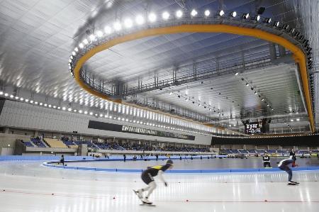 青森県八戸市に新設されたYSアリーナ八戸。スピードスケートの全日本距離別選手権が行われた=10月25日