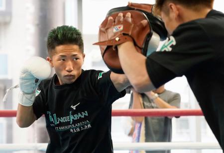 王座統一戦へ向け調整する、WBCバンタム級暫定王者の井上拓真=横浜市の大橋ジム