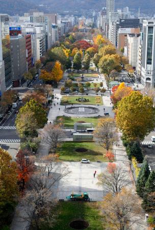 札幌市の大通公園=10月30日