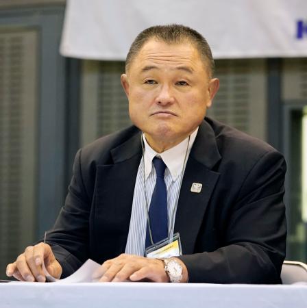 講道館杯全日本体重別選手権を観戦するJOCの山下泰裕会長=2日午前、千葉ポートアリーナ