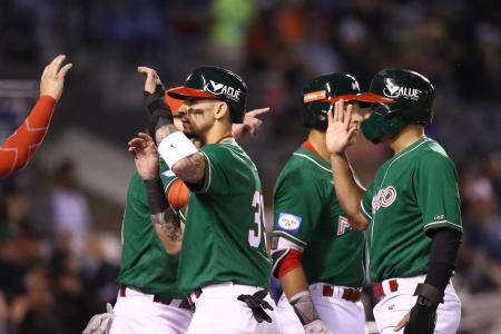 米国戦で得点を喜ぶメキシコの選手たち=3日、サポパン(ゲッティ=共同)
