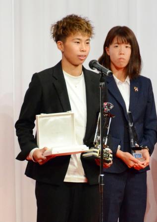 2年連続で最優秀選手に選ばれ、スピーチする日テレの田中美南=4日、東京都内