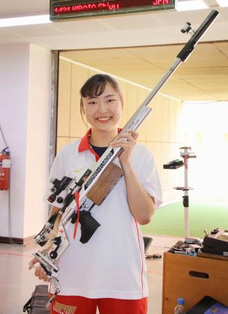 女子ライフル3姿勢で東京五輪代表に決まり、笑顔の平田しおり=ドーハ(共同)