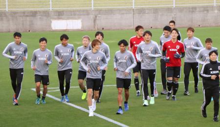 国際親善試合のコロンビア戦に向け、調整するサッカーU―22日本代表=広島市
