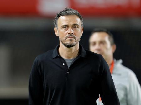 2018年11月、ボスニア・ヘルツェゴビナとの親善試合に臨むスペイン代表のルイスエンリケ監督=ラスパルマス(ロイター=共同)