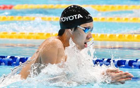 男子200メートル平泳ぎで優勝した渡辺一平=東京辰巳国際水泳場