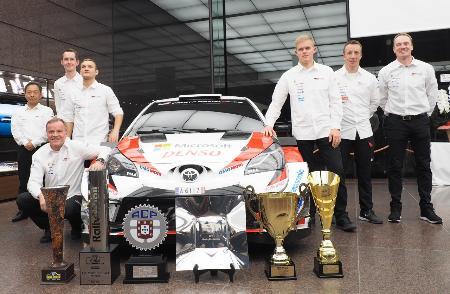 WRCシーズンの報告会で来日したタナク(左から3人目)ら「TOYOTA GAZOO Racing」所属のドライバー=田口浩次撮影