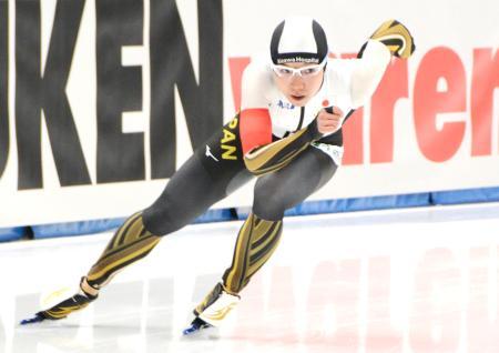 女子500メートルで優勝した小平奈緒=トマショフマゾウィエツキ(共同)