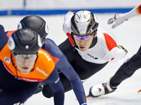 男子1500メートル準々決勝 滑走する渡辺啓太=名古屋市ガイシプラザ