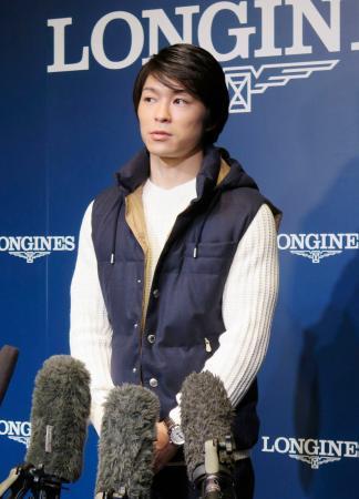トークショー前に取材に応じる体操男子の内村航平=30日、大阪市内