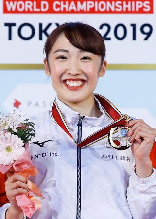 トランポリン世界選手権の女子個人で初優勝を果たした森ひかる。五輪種目で男女を通じて日本勢初の世界一となり、五輪代表に決まった=1日、東京・有明体操競技場