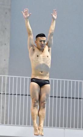 飛び込み日本代表の合宿で練習する寺内健=金沢プール