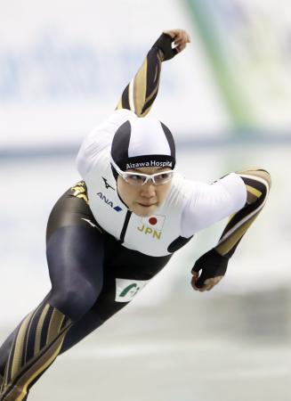 女子500メートル 37秒49で優勝した小平奈緒=エムウエーブ