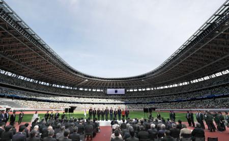 2020年東京五輪・パラリンピックのメインスタジアムとして完成した国立競技場の竣工式=15日午前
