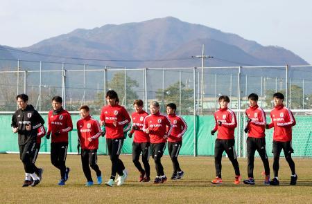 韓国戦に向け調整するサッカー男子代表=釜山(共同)