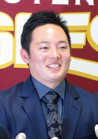 契約更改交渉後、記者会見する楽天・松井=17日、仙台市内の球団事務所