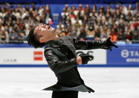 フィギュアスケートの全日本選手権でシングル最後の演技を披露する高橋大輔=22日、国立代々木競技場