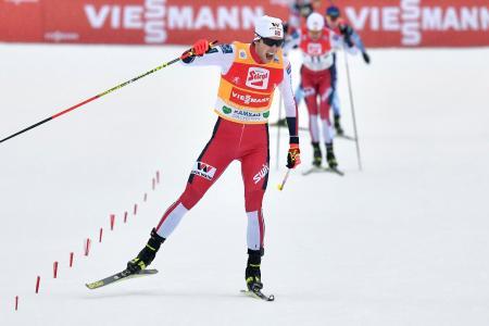 スキーW杯複合個人第7戦、今季6勝目を挙げたヤールマグヌス・リーベル=22日、ラムソー(AP=共同)