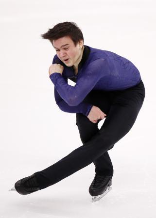 フィギュアスケートのロシア選手権男子SPで首位に立ったマカル・イグナトフ=26日、クラスノヤルスク(タス=共同)