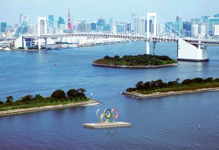 東京都がお台場海浜公園に設置を予定している五輪マークのモニュメントのイメージ(東京都提供)