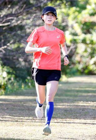 練習する東京五輪マラソン女子代表の鈴木亜由子=7日、鹿児島県天城町