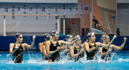 公開練習で演技する日本代表=国立スポーツ科学センター