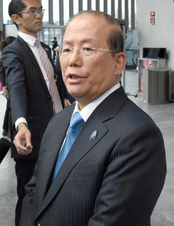 IOC総会に出席後、取材に応じる東京五輪・パラリンピック組織委員会の武藤敏郎事務総長=10日、ローザンヌ(共同)