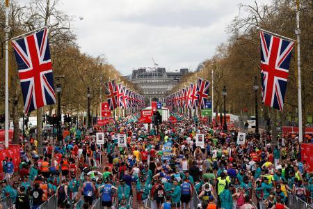 2016年のロンドン・マラソンのゴールの様子(ロイター=共同)
