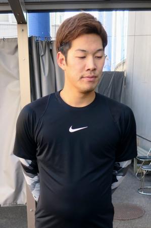 高木守道さんの訃報を受け、取材に応じる中日選手会長の京田陽太内野手=18日、ナゴヤ球場