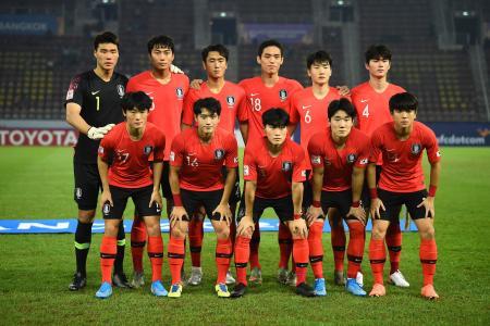準決勝前の韓国イレブン(AP=共同)