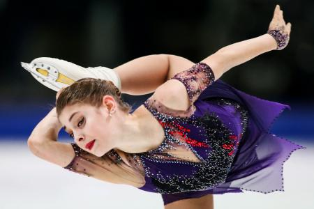 フィギュアスケート欧州選手権の女子フリーで演技するアリョーナ・コストルナヤ=グラーツ(タス=共同)