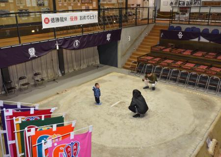 子ども時代の徳勝龍が稽古をした土俵=27日、奈良県葛城市の相撲館「けはや座」