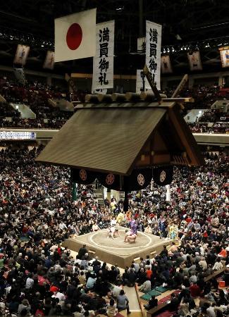 大相撲初場所の初日=12日、東京・両国国技館