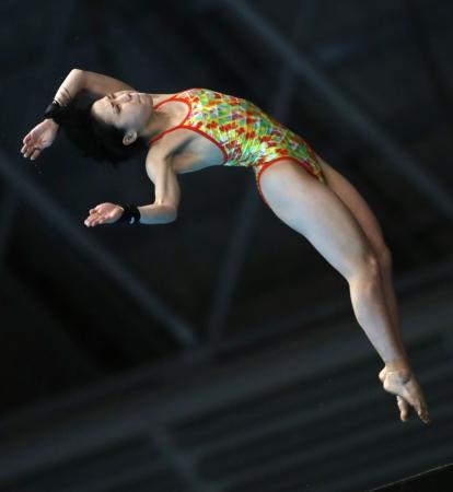 女子高飛び込み準決勝 1位で決勝に進出した荒井祭里=東京辰巳国際水泳場