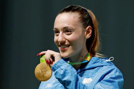 東京五輪聖火リレーの第1走者に決まったギリシャのリオ五輪射撃金メダリスト、アナ・コラカキ選手=2016年8月9日、リオデジャネイロ(AP=共同)