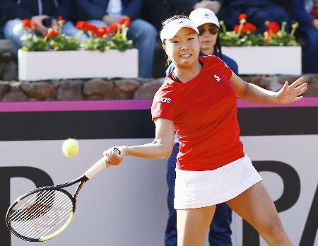 日本―スペイン最終日 シングルス第1試合でカルラ・スアレスナバロと対戦する奈良くるみ=ムルシア(共同)