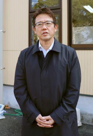 報道陣の取材に応じるヤクルトの古田敦也元監督=11日、宮崎県西都市