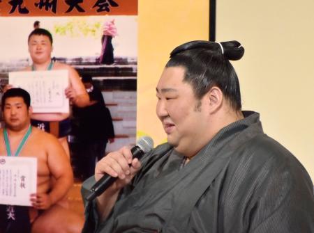 NHK福祉大相撲のトークショーで話す徳勝龍=11日午後、東京・両国国技館