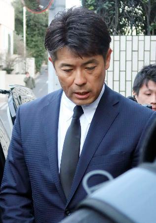 野村克也さんの自宅を弔問した日本代表の稲葉篤紀監督=12日、東京都世田谷区