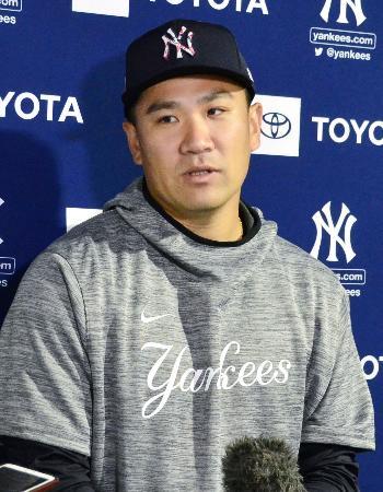 亡くなった野村克也さんについて取材に応じる米大リーグ、ヤンキースの田中=12日、フロリダ州タンパ(共同)