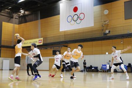 報道陣に公開されたバスケットボール3人制男子日本代表の強化合宿=東京都内